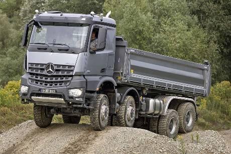 buldozer na stavenisku